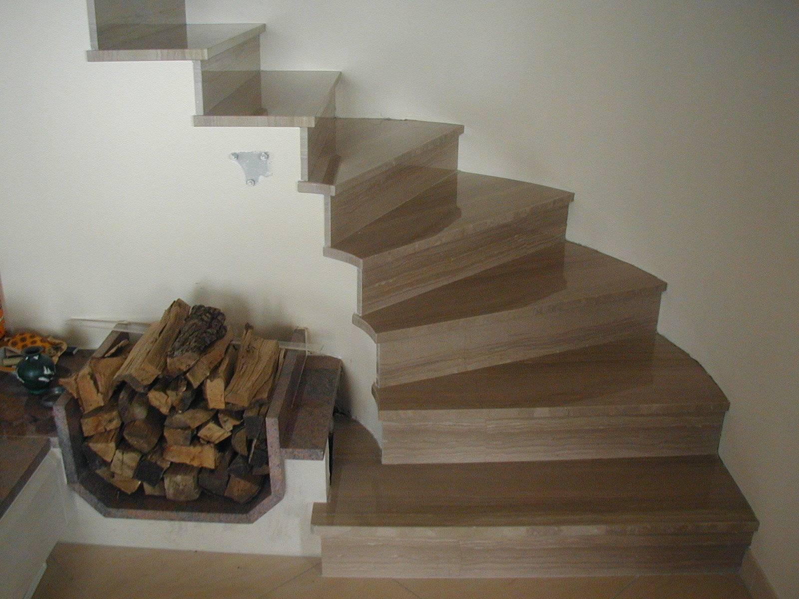 Escalier intérieur en granit ou en marbre : Marbrerie Calderara Thonon
