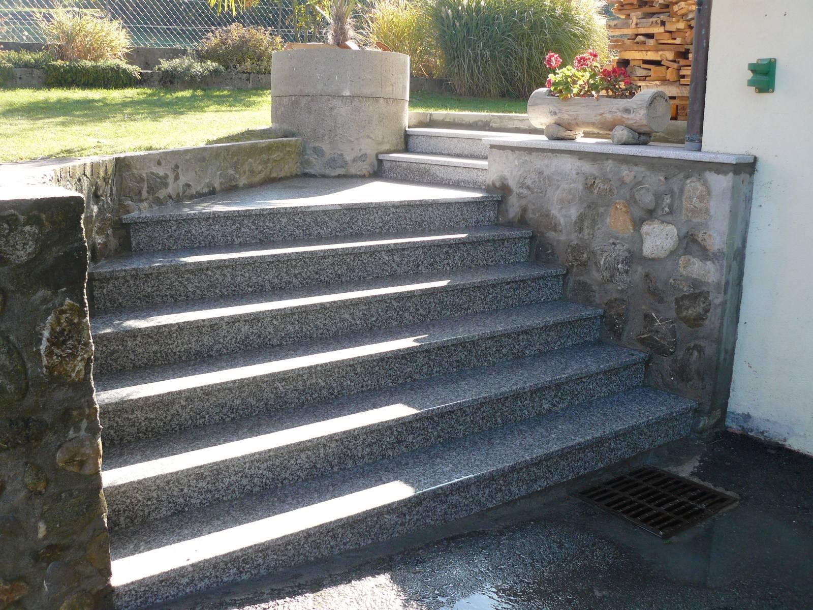 Escalier Exterieur En Granit A Thonon Marbrerie Calderara Thonon